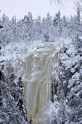 Gefrorener Wasserfall - p3228126 von Markku Konkkola