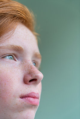 Red-haired girl - p427m2142152 by Ralf Mohr