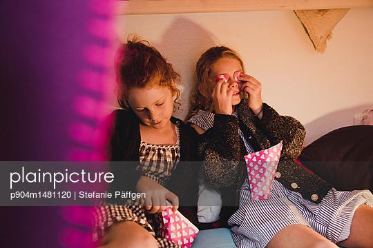 Gemütlich naschen - p904m1481120 von Stefanie Päffgen
