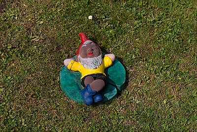 Gnome - p417m1584122 by Pat Meise