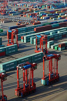 Containerterminal im Hafen Hamburg - p1099m882894 von Sabine Vielmo