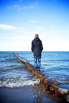 Dem Meeresrauschen Lauschen - p606m1486773 von Iris Friedrich