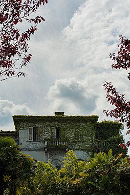 Abandoned villa - p971m903616 by Reilika Landen
