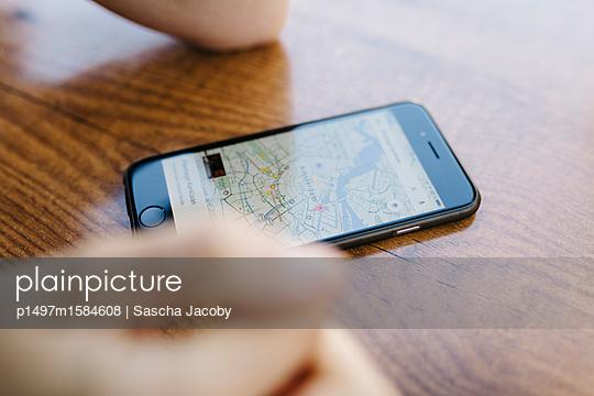Karte auf Smartphone App  - p1497m1584608 von Sascha Jacoby