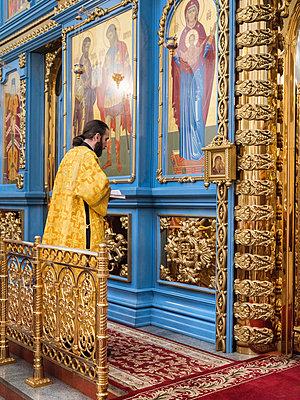 Russisch Orthodoxer Gottesdienst mit Predigern  - p390m2076245 von Frank Herfort
