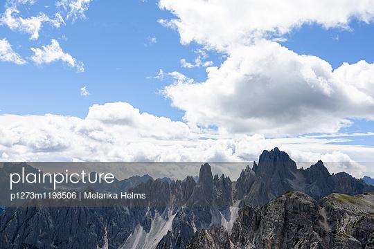 Bergkette in den Dolomiten - p1273m1198506 von melanka