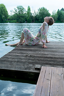 Woman by the lake - p427m2109230 by Ralf Mohr