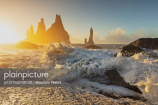Iceland, South Iceland, Su_urland, Vik i Myrdal, Iconic rock formations along the south coast of Iceland in Vik i Myrdal at sunrise - p1377m2105123 by Maurizio Rellini
