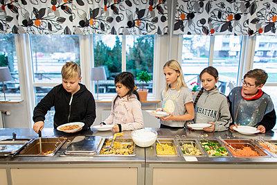 Children choosing food in school canteen - p312m2190977 by Scandinav