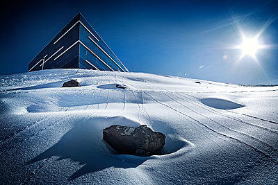 Austria, Tyrol, Ischgl, restaurant Pardorama in winter landscape - p300m1068805f by Bela Raba
