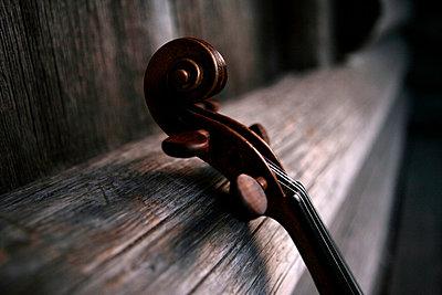A violin. - p31218418f by Per Eriksson
