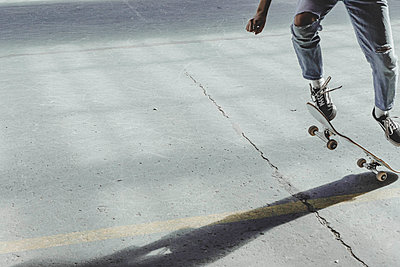 detail of a skateboard figure - p445m2076815 by Marie Docher