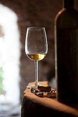 Alter Weinkeller - p441m886077 von Maria Dorner