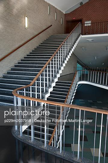 Treppenhaus - p229m2037918 von Martin Langer