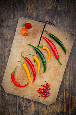 Different chili peppers on wood - p300m1069064f by Larissa Veronesi
