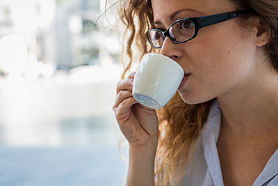 Young woman drinking cup of espresso - p300m1166778 by Mauro Grigollo
