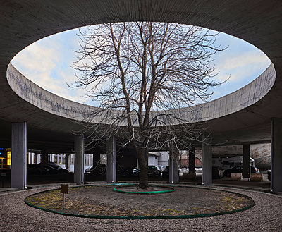 Concrete rotunda at the entrance of the Hotel Cosmos in Moscow - p390m2287815 by Frank Herfort