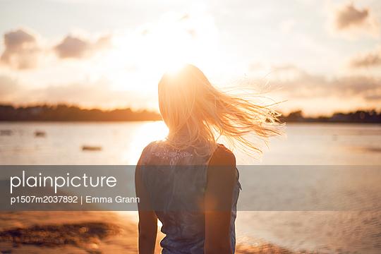 Wind in her hair - p1507m2037892 by Emma Grann