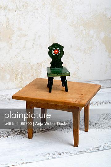 Puppenhaus Möbel - p451m1165700 von Anja Weber-Decker