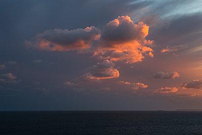 Sonnenuntergang über dem Meer - p1057m2008609 von Stephen Shepherd