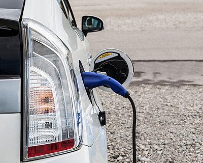 Elektroauto aufladen - p253m881174 von Oscar