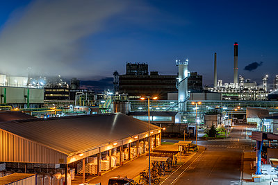 Chemical industrial plant - p401m2228397 by Frank Baquet