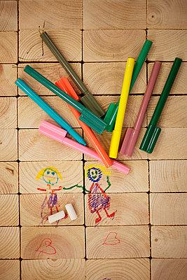 Felt pens on wood - p6280547 by Franco Cozzo