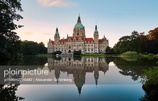 Neues Rathaus - p1696m2294482 by Alexander Schönberg