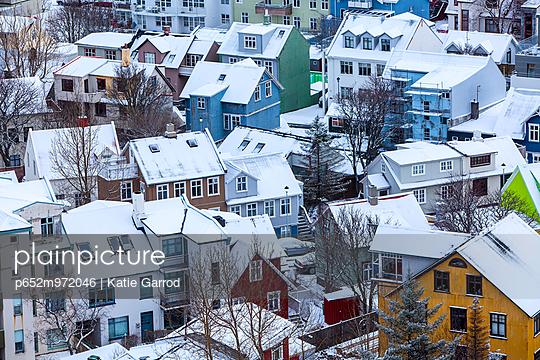 Iceland, Reykjavik. Reykjavik, capital city of Iceland, frozen by winter. - p652m972046 by Katie Garrod