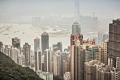 Skyline of Hong Kong from Victoria Peak, Hong Kong, China - p300m2206552 by Studio 27