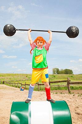 das stärkste Mädchen der Welt - p045m1158859 von Jasmin Sander