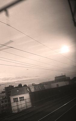 Blick aus Zugfenster - p342m898571 von Thorsten Marquardt