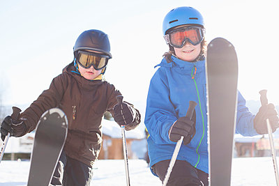 Siblings skiing together - p426m803206f by Katja Kircher