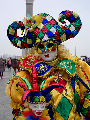 Venezianischer Karneval - p945m1462545 von aurelia frey