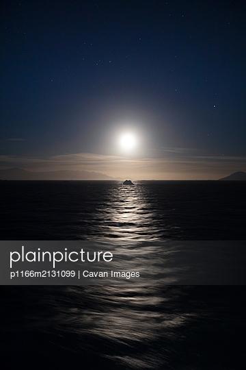 Moon over snowy peaks - p1166m2131099 by Cavan Images