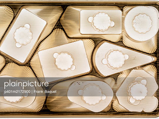 Empty chocolate packaging - p401m2172900 by Frank Baquet