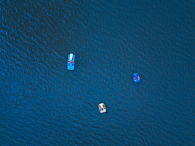 Three pedal boats on the water, drone photography - p1108m2210620 by trubavin