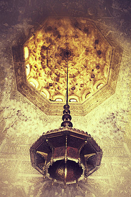 Chandelier in a mosque - p5864688 by Kniel Synnatzschke
