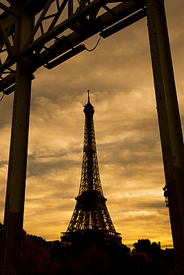 Eiffel tower silhouette  - p794m2185367 by Mohamad Itani