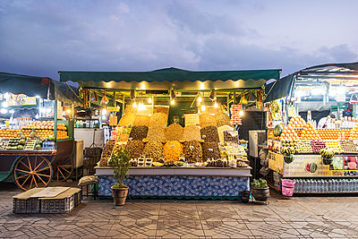 Market stalls - p930m1574242 by Ignatio Bravo