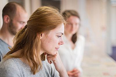Gruppe Studierende in einem Seminar - p1284m1452081 von Ritzmann