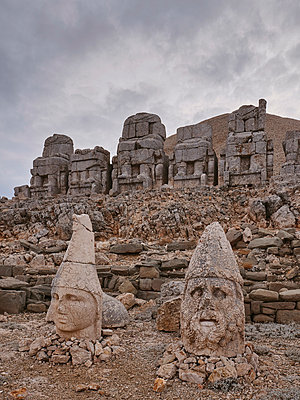 Turkey, Mount Nemrut with sanctuary and tomb - p390m2247406 by Frank Herfort