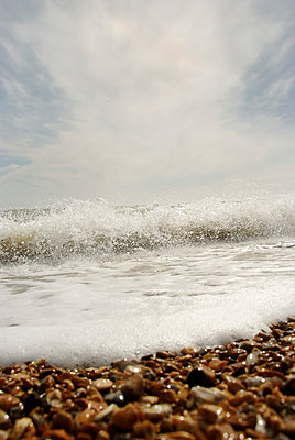 Wave breaking on shingle beach - p5970312 by Tim Robinson