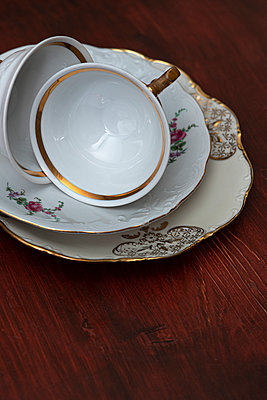 Porcelain cups and plates - p971m2288212 by Reilika Landen