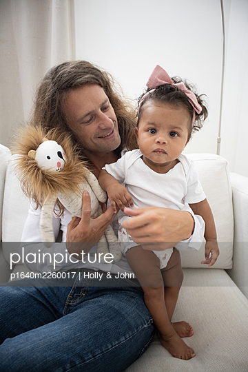 Father with his little daughter and cuddly toy - p1640m2260017 by Holly & John