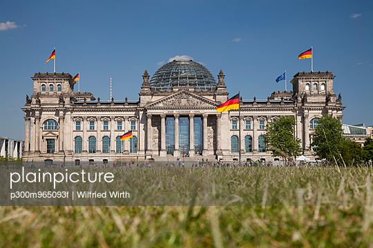 Germany, Berlin, Berlin-Tiergarten, Reichstag building - p300m965093f by Wilfried Wirth
