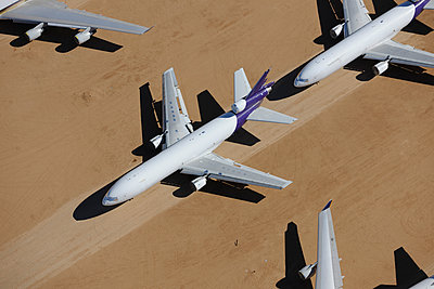 Airliner desert storage - p1048m1058626 by Mark Wagner