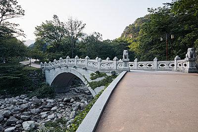 Korea, Sokcho, Stone Bridge, Seoraksan National park - p1492m2178685 by Leopold Fiala