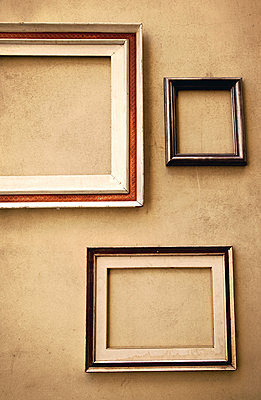 Empty picture frames on the wall - p382m2021695 by Anna Matzen