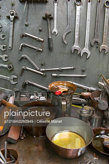 Tools - p1216m2260949 by Céleste Manet